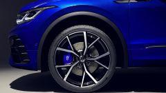 Nuova Volkswagen Tiguan 2021 R: le pinze dei freni blu su cerchi da 21