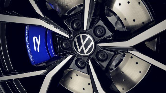 Nuova Volkswagen Tiguan 2021 R: particolare delle pinze dei freni