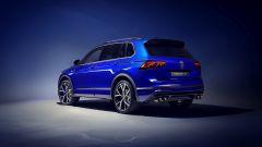 Nuova Volkswagen Tiguan 2021 R: visuale di 3/4 posteriore
