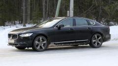 Nuova Volvo Serie 90: sul ghiaccio svedese anche la berlina S90 rivista nel design