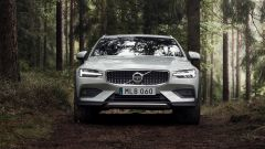 Nuova Volvo V60 Cross Country, la familiare entra nel bosco - Immagine: 3