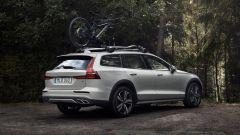 Nuova Volvo V60 Cross Country, la familiare entra nel bosco - Immagine: 5