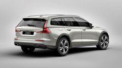 Nuova Volvo V60 Cross Country, la familiare entra nel bosco - Immagine: 17