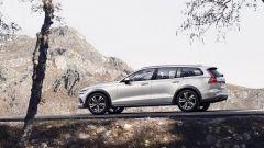 Nuova Volvo V60 Cross Country, la familiare entra nel bosco - Immagine: 22