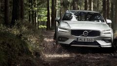 Nuova Volvo V60 Cross Country, la familiare entra nel bosco - Immagine: 27