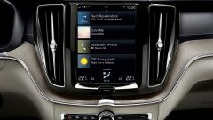 Nuova Volvo XC60 2017: il display touch per infotainment e settaggi dell'auto