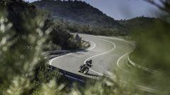 Nuova Yamaha MT-07, grazie alla nuova ciclistica ora è più precisa tra le curve