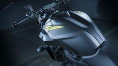 Nuova Yamaha MT-07, il sebratoio e la sella sono stati modificati per migliorare la posizione di guida