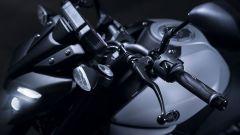 Nuova Yamaha MT-125 2020: dettaglio sul manubrio