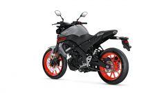 Nuova Yamaha MT-125 2020 nera con cerchi rossi