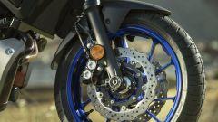Nuova Yamaha Tracer 700: dettaglio della ruota anteriore