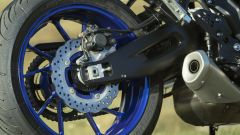 Nuova Yamaha Tracer 700: dettaglio della ruota posteriore