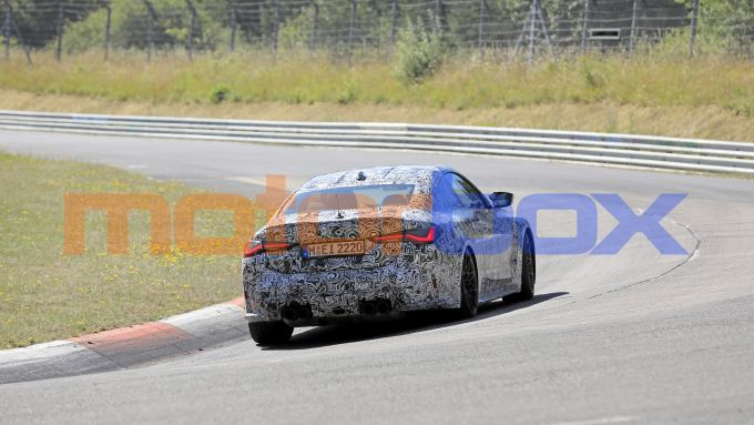 Nuove BMW M3 e M4: una vista posteriore dinamica della coupé