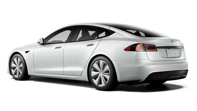 Nuove Tesla Model S e Model X: 3/4 posteriore della berlina elettrica USA