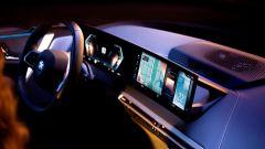 Nuovo BMW iDrive 8: illuminazione ambiente dedicata e rilassante