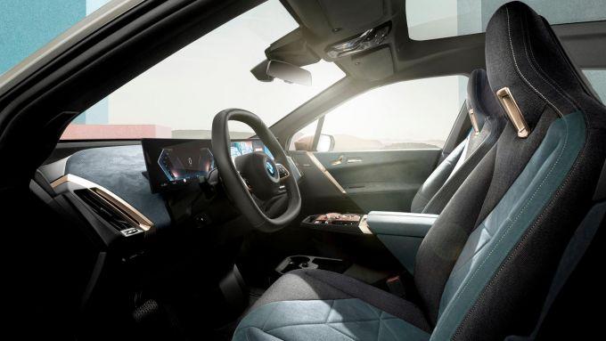 Nuovo BMW iDrive 8: l'abitacolo in stile minimal ma molto evoluto