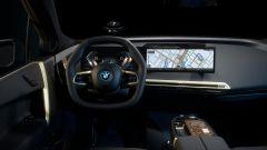 Nuovo BMW iDrive 8: una vista della plancia