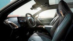 Nuovo BMW iDrive 8: una vista dell'abitacolo delle future auto di Monaco