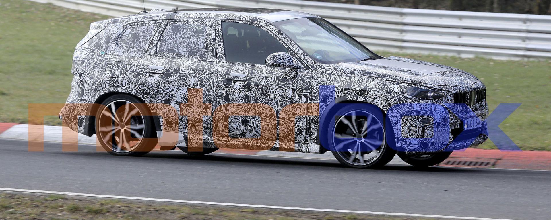 Nuovo BMW X1 2022: le nuove foto spia. Visuale laterale