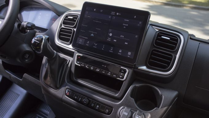 Nuovo Fiat Ducato 2021: il tablet da 10,1'' del sistema infotainment UConnect