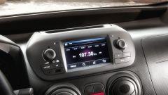 """Nuovo Fiat Fiorino, interni con touchscreen da 5"""" e volante in pelle con comandi integrati"""