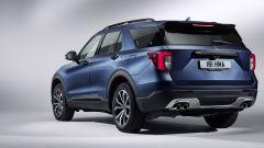 Nuovo Ford Explorer Plug-In Hybrid 2020: vista 3/4 posteriore