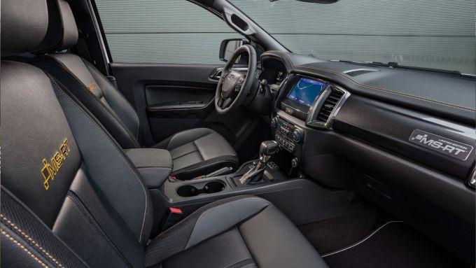 Nuovo Ford ranger MS-RT: l'abitacolo con rivestimenti in pelle e sedili riscaldabili