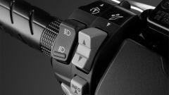 Nuovo Honda Forza 300 2018: i comandi del parabrezza regolabile