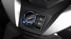 Nuovo Honda Forza 300 2018: il comando di avviamento e apertura vani