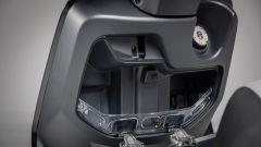 Nuovo Kymco Like 125 Sport 2021: il retroscudo con presa USB