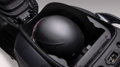 Nuovo Kymco Like 125 Sport 2021: il vano sottosella può ospitare un casco jet