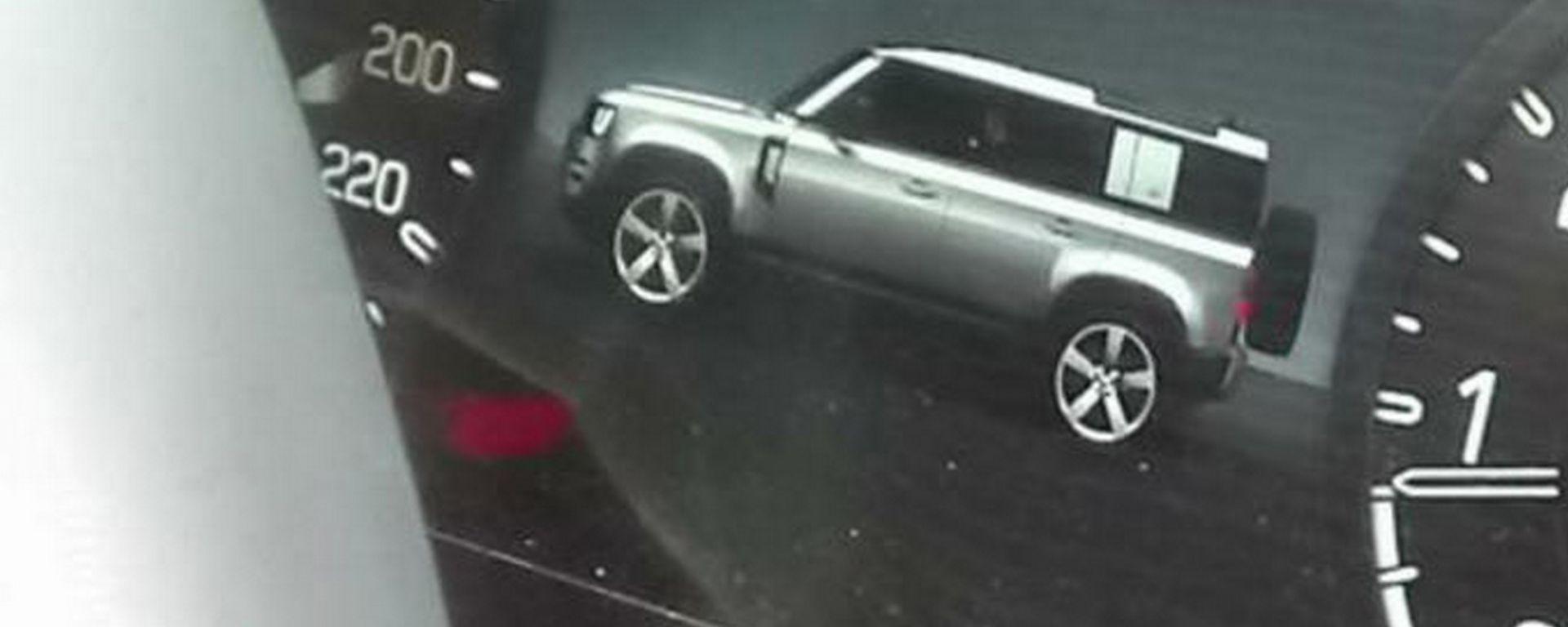 Nuovo Land Rover Defender, ecco come è fatta dall'immagine sul display