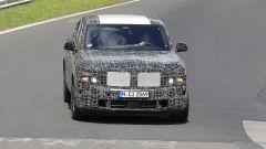 BMW X8, nuove foto spia dal 'Ring del giga SUV (poco) coupé - Immagine: 2