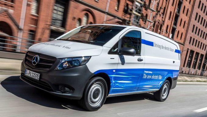 Nuovo Mercedes-Benz eVito: i paddles al volante servono per aumentare e diminuire la frenata rigenerativ