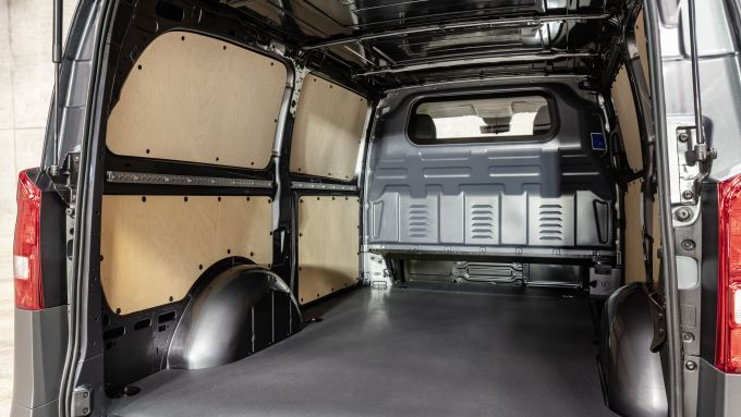 Nuovo Mercedes Vito 2020: il vano di carico della versione Furgone
