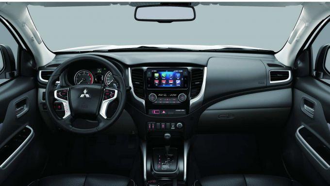 Nuovo Mitsubishi L200 2019: una panoramica sull'abitacolo