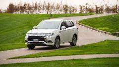 Nuovo Mitsubishi Outlander PHEV 2019: vista 3/4 anteriore