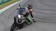 Nuovo Piaggio MP3: I piloti MotoGP Aprilia lo portano al Mugello - Immagine: 2