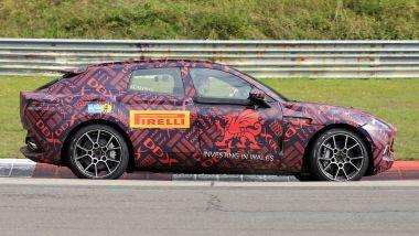 Nuovo Suv Aston Martin DBX: i muletti alle ultime prove in pista