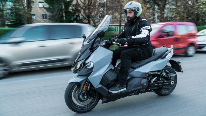 Nuovo Sym Maxsym TL 500: efficace in città come fuori dai centri urbani