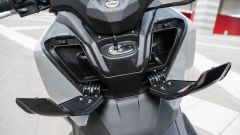 Nuovo Sym Maxsym TL 500: il doppio vano dietro lo scudo