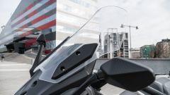 Nuovo Sym Maxsym TL 500: il parabrezza regolabile con gli attrezzi