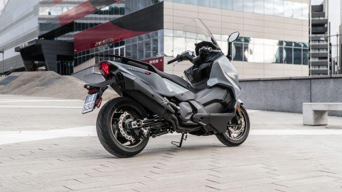 Nuovo Sym Maxsym TL 500: lo scooter di Taiwan visto da dietro