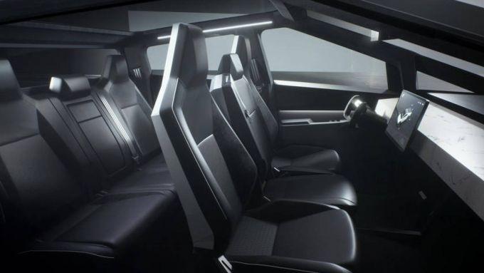 Nuovo Tesla Cybertruck: l'abitacolo in stile futuristico