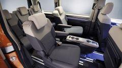 Nuovo Volkswagen Multivan: la seconda fila di sedili col tavolino scorrevole