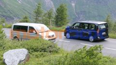 Nuovo VW Transporter 2021: l'incrocio con un modello di precedente generazione