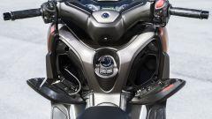 Nuovo Yamaha X-Max 300, vani portaoggetti retroscudo