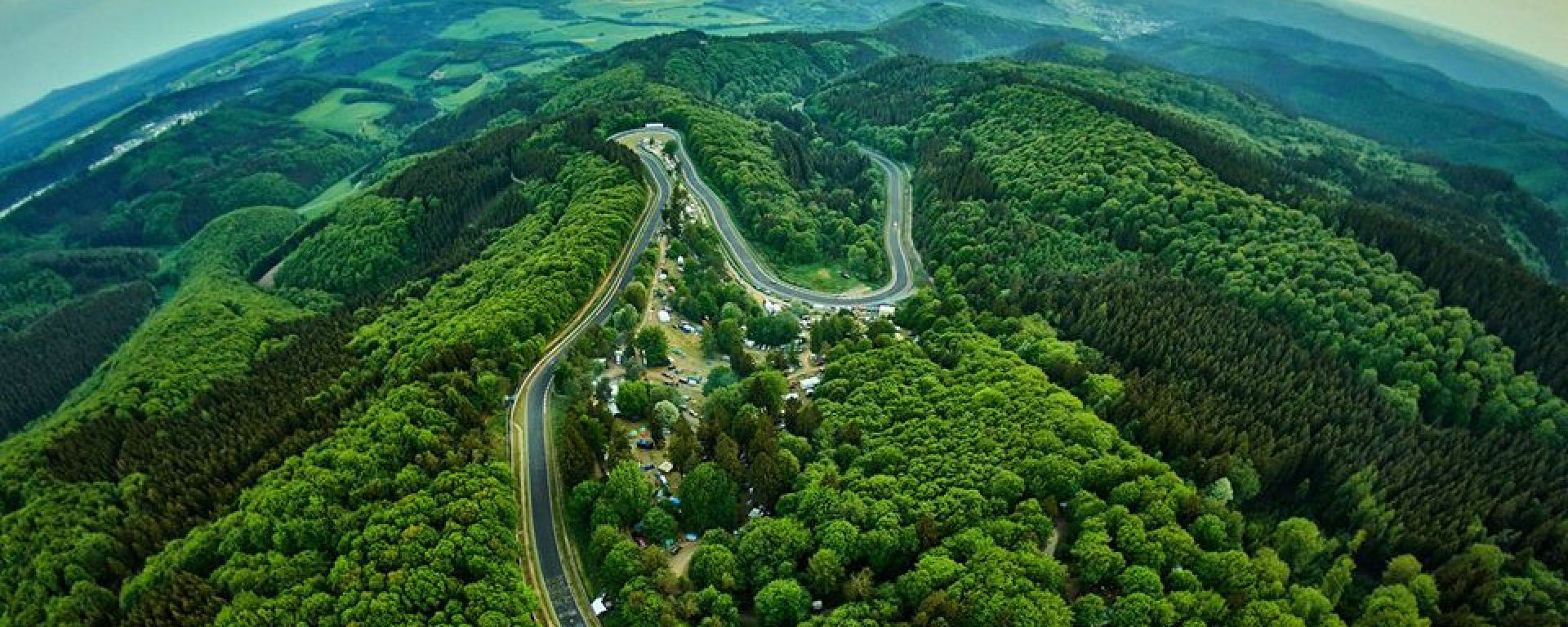 Nurburgring: l'Inferno Verde in una foto di Robert Kah