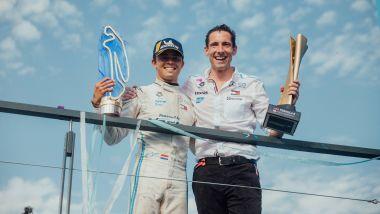Nyck De Vries festeggia il titolo Formula E 2020-21 con Mercedes