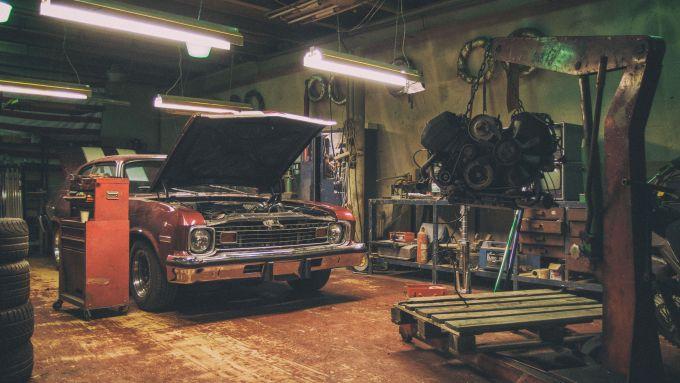Officina meccanica vintage - foto di Martin Vorel